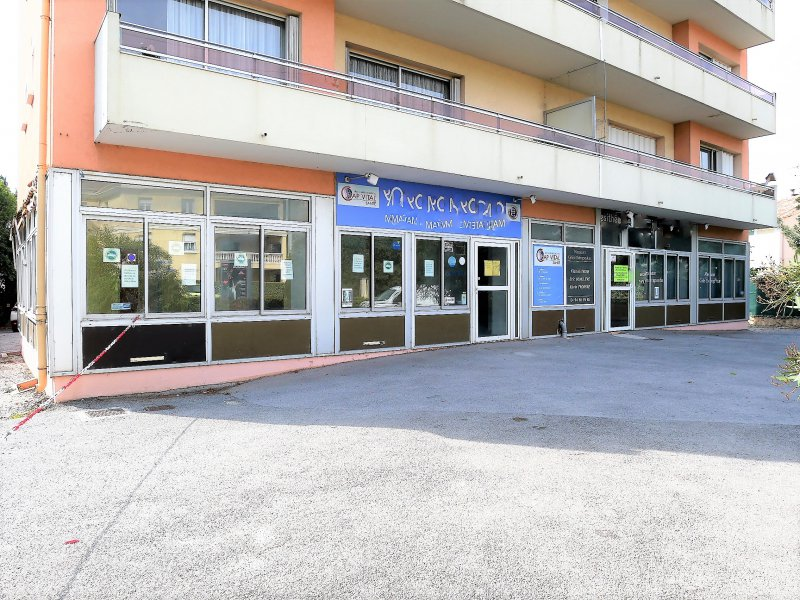 Vente  Commerce  160 m2
